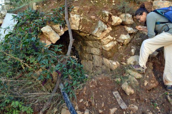 Volta dei sotterranei di un'antica casa di Bishmizzine, messi in luce da uno sbancamento moderno