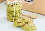 Biscuits avec de la poudre de matcha