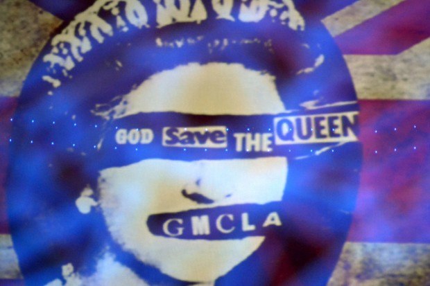God Save The Queen(s) 042