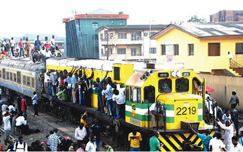 , Another Laugh : how to Get on Trains in Lagos / London Compare Video, Effiezy - Top Nigerian News & Entertainment Website