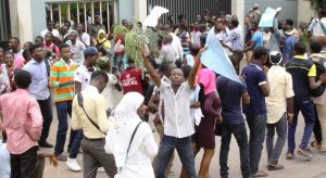 Students of Lagos State University Protest About School Closure (Photo)