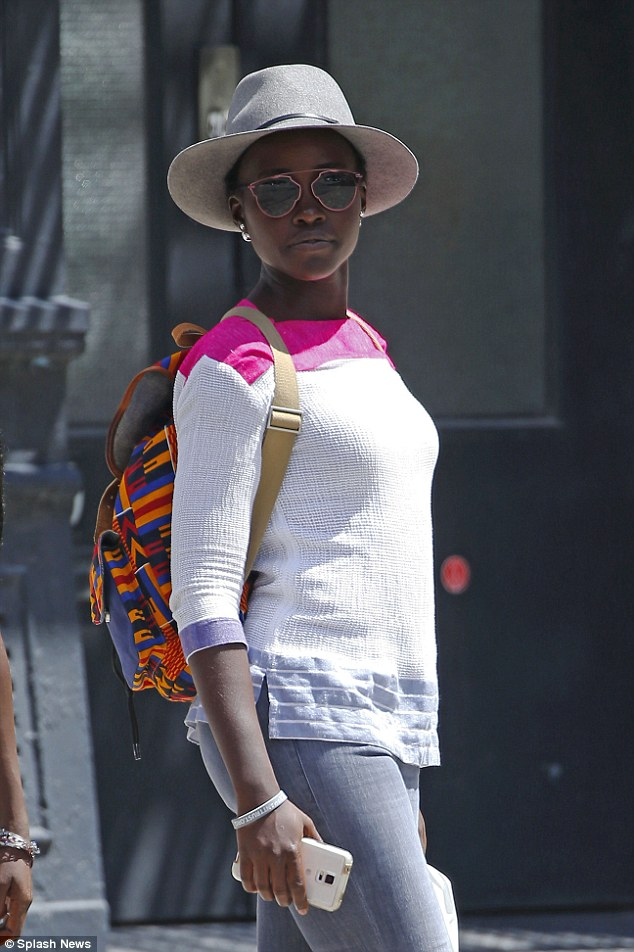 , Lupita Nyong'o enjoying the New York Streets (Photos), Effiezy - Top Nigerian News & Entertainment Website