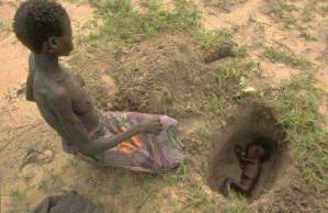 Malnourished Mother Burying Her Dead Baby (Graphic Photo)