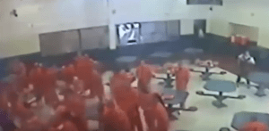 30 inmates beat prison officers during maximum security meal-time brawl in Arizona (Video)