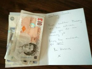 Mum gets anonymous card with £100 as reward for doing an 'amazing job' (Photo)