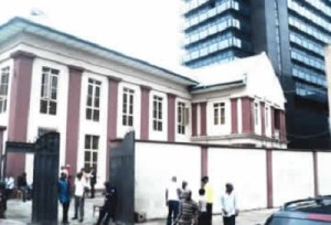 Lagos lawyer scaled fence into office, stole $40,000 – Witness