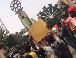 , Students protest in YABATECH over death of colleague (Photos + Video), Effiezy - Top Nigerian News & Entertainment Website