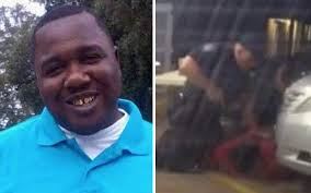 White cops shoot dead black man selling CDS outside a store in Louisiana (Graphic Video)