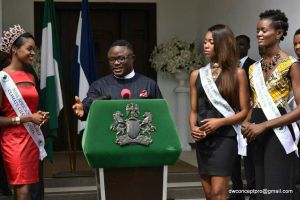 Cross River State Governor presents Car and Cash gift to pageant winners