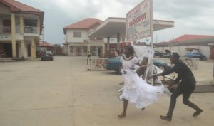 Omg! Reason why a Delta state bride ran off in the middle of her wedding reception (Photos)