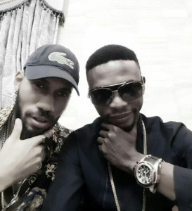 I go die shares picture with Phyno