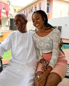 Yvonne Nelson looses dad