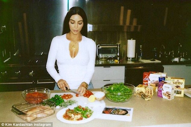 Kim Kardashian Kooking in the Kitchen