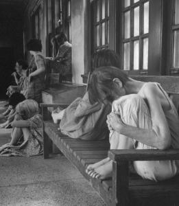 Going back to Bedlam- Check out horrifying pictures of patients at American mental hospital in 1940