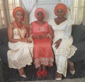 Waje poses for a photo with her mom and sister