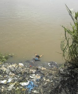Female Corpse seen floating on River Niger