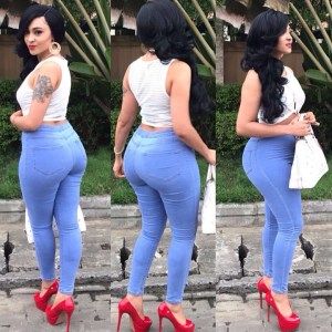 """""""Your mommy will be someone's alleged sidechick this year"""" – Actress, Rosy Meurer Calls Outs Blogger"""