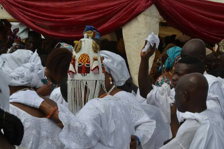 , Alaafin Of Oyo Wears Historic Crown Made Centuries Ago For The First Time. (Photos), Effiezy - Top Nigerian News & Entertainment Website