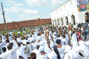 Alaafin Of Oyo Wears Historic Crown Made Centuries Ago For The First Time. (Photos)