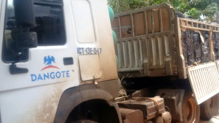 , Dangote truck used for smuggling N47million contraband poultry into the country intercepted (Photos), Effiezy - Top Nigerian News & Entertainment Website