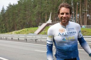 Breaking: British cyclist cycles round the world in just 79 days and smashes world record