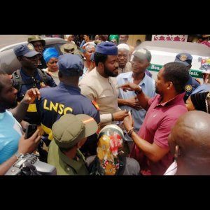 Desmond Elliot donates tricycles to people of Surulere Constituency (Photos)