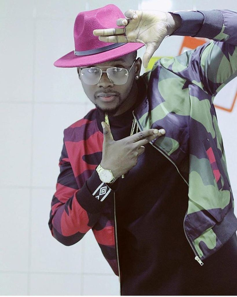 , Kizz Daniel held hostage by Babcock students after collecting N3.5m without performing (Video), Effiezy - Top Nigerian News & Entertainment Website