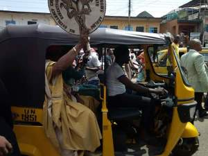 Governor Obiano & wife come out on the streets to thank Anambra people for re-electing him (Photos)