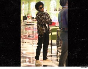 US rapper, Tyga seen with an Afro hairstyle while shopping (Photos)