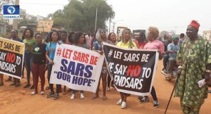 , #SupportSARS : Youths come out to support SARS in Anambra State (Photos), Effiezy - Top Nigerian News & Entertainment Website