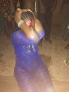 Female Kidnapper Caught In Oyo, Stripped Naked By Mob (Photos)