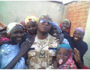 See the Nigerian Soldier Borno ladies like alot (Photo)
