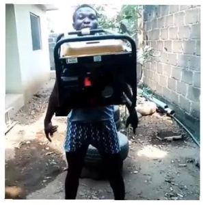 See How A Nigerian Man Carried Generator With His Teeth (Photos)