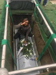 Young Lady Poses On Her Mother's Coffin In Her Grave During Burial (Photos)