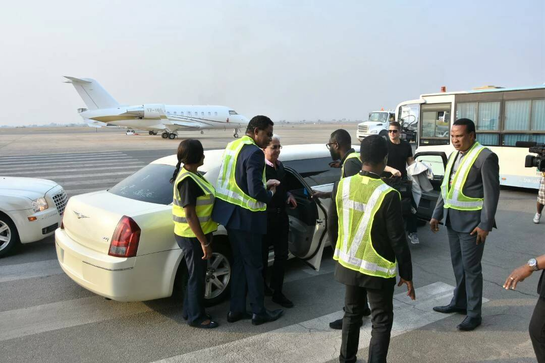 , Benny Hinn Arrives Abuja In A Private Jet For Christ Embassy's Crusade (Photos), Effiezy - Top Nigerian News & Entertainment Website