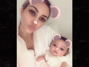 Kim Kardashian shows her baby's face for the first time (Photos)