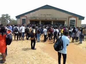 UNIBEN Students Protest Increase In School Fees And Rustication Of 5 Of Their Colleagues (Photos, Video)