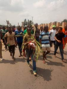 Man Who 'Tied Pregnant Woman With Coffin & Fowl' Paraded In Anambra (Photo, Video)