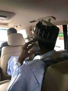 See the phone President Buhari uses, Nigerians react (Photos)