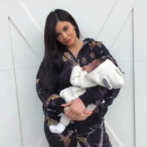 Kylie Jenner shows off her new born daughter, Stormi as she turns 1 month old (Photo)