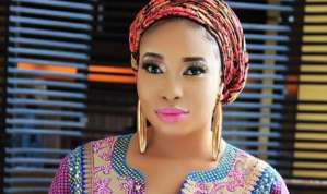 Lizzy Anjorin thanks her sugar daddy for her new Range Rover Autobiography
