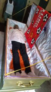Hardcore Manchester United Fan Buried In Man U Muffler In Imo State (Photos)