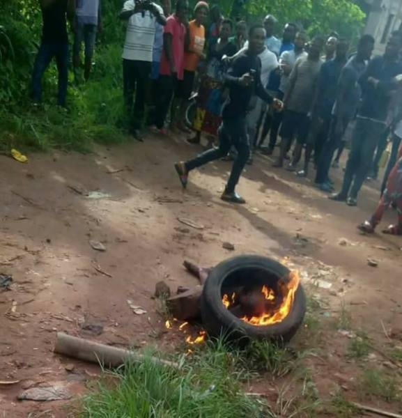 , Thief Burnt To Death By Mob In Lagos (Graphic Photos), Effiezy - Top Nigerian News & Entertainment Website