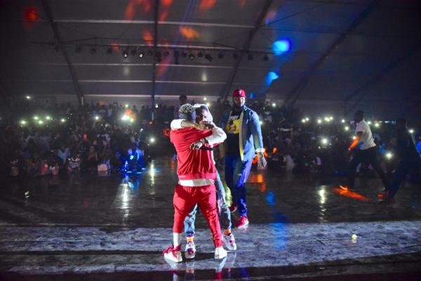 , #Ghanameetsnaija:  Wizkid And Shatta Wale Reconciled On Stage (Photos), Effiezy - Top Nigerian News & Entertainment Website