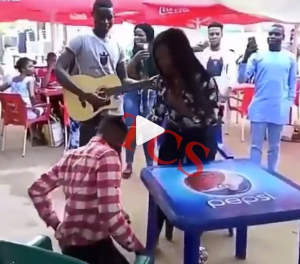 SEE GOBE!! Nigerian Lady Slaps Her Boyfriend Who Was About To Propose To Her For Forgetting The 'Engagement Ring' (Video)