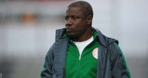 Super Eagles chief coach, Salisu Yusuf, caught on camera taking cash to influence players selection (Video)