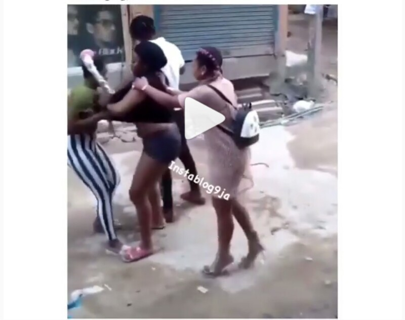 Two Nigerian Girls Seen Fighting In India Over A Man (Photos)