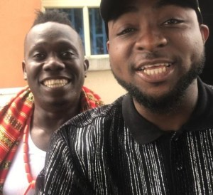 See fans reaction as Duncan Mighty prostrates for Davido