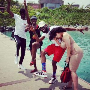 """2Face, D'banj And Their Wives Do The """"Oya Hit Me"""" Trademark Pose"""