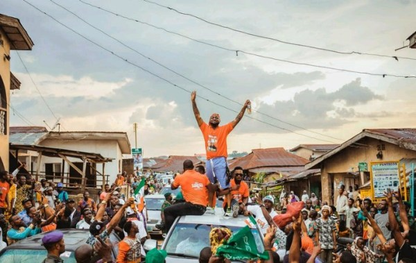, Davido Campaigns For His Uncle, Ademola Adeleke; Mobbed By Fans In Osun (Photos), Effiezy - Top Nigerian News & Entertainment Website